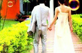 ウェディング衣装を持って、世界一周する夫婦とは?