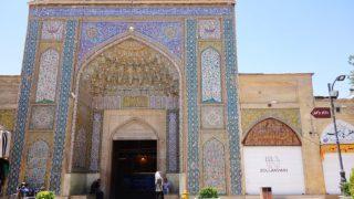今度のモスクはキラキラ輝く・・