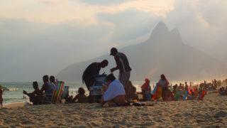 リオのビーチへ!コパカバーナvsイパネマ。水着写真はなし。