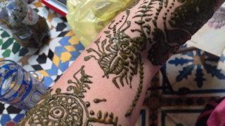 それ、変だよ?モロッコで見つけた、ヘナ漢字!
