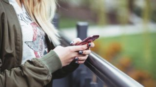 【Tinder】マッチングアプリを使って初めて会う外国人を家に泊めた体験談。Facebookでばれる?