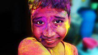 【インドのホーリー祭】インド一過激だと言われるバラナシで参加してきた!
